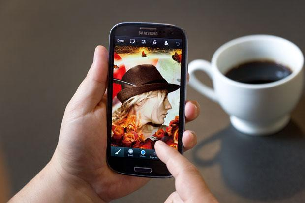 Adobe outs Photoshop Touch for phones, ready to outfit pockets for $4.99