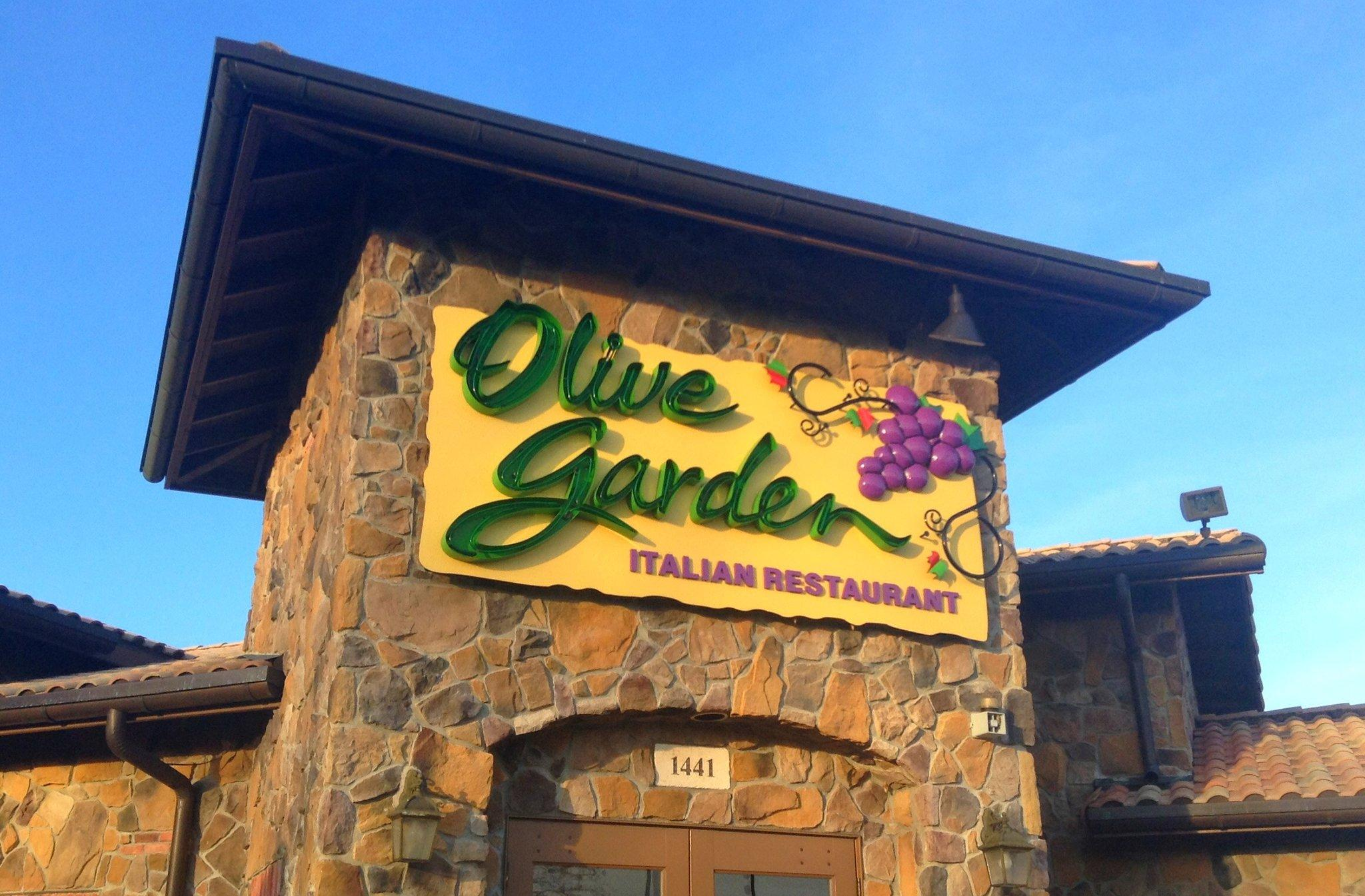 7 Things You Never Knew About Olive Garden, Straight From an Employee