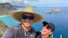 """Carla Perez e Xanddy passam perrengue com """"banheiro natural"""" no Havaí"""