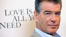 Ex-007 Pierce Brosnan comemora 25 anos de relacionamento