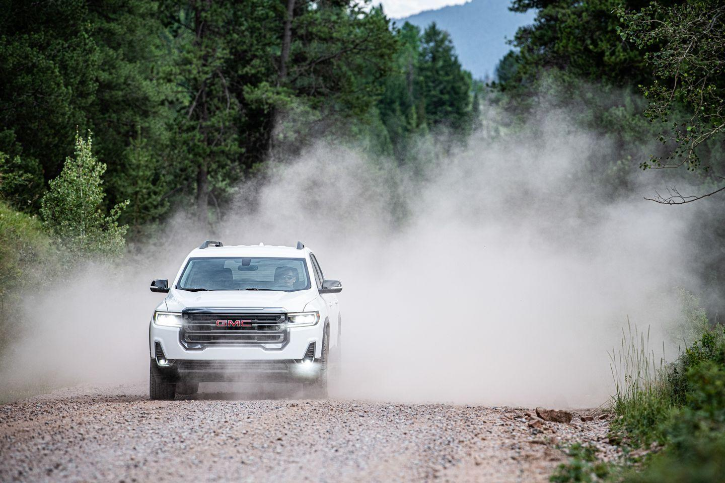 <p>The 2020 Acadia's updated front end sports a larger, more butch grille along with standard LED headlights.</p>