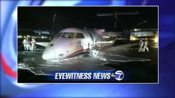 Plane lands without gear at Newark Liberty