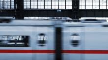 Eingesperrt in Zugtoilette: Politiker bittet auf Twitter um Hilfe
