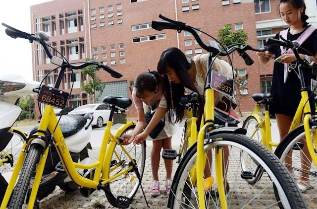 China's largest ride-hailing company is investing in bicycles