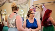 Madrinhas sobem ao altar com vestidos inspirados nas princesas da Disney