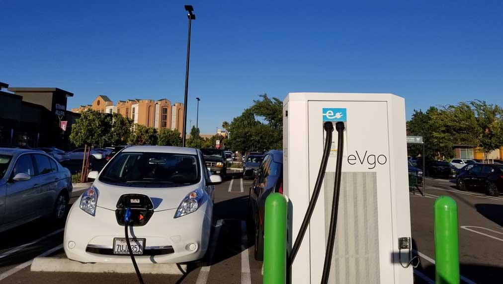 EV Charging Network With Tesla, GM Ties To Go Public As ChargePoint IPO Nears