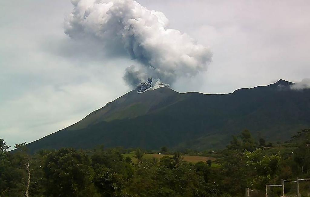 Kanlaon volcano spews ash into the air as seen from an observation post in La Carlota town, Negros Occidental province, central Philippines, on June 18, 2016