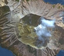 1 dead, several injured after White Island volcano in New Zealand erupts, launching ash plumes 12,000 feet into the air