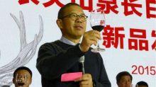 """Quién es Zhong Shanshan, el """"lobo solitario"""" que se convirtió en la persona más rica de China con su negocio de agua embotellada"""