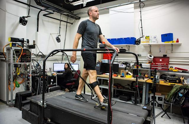 An algorithm customizes exoskeletons to fit a person's needs