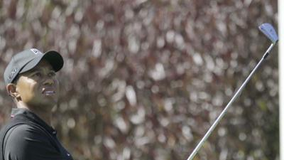 Tiger Grabs Share of U.S. Open Lead