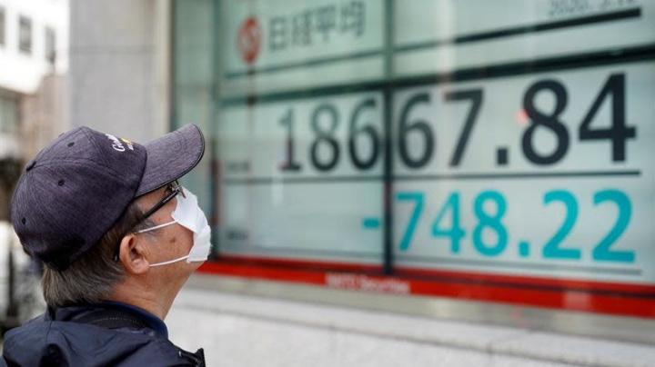 El Nikkei sube un 1,8 % a media sesión y toca su máximo en 6 meses