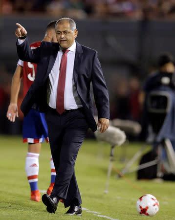 El técnico de la selección de fútbol de Paraguay, Francisco Arce, en el Estadio Defensores del Chaco, Paraguay.