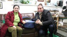 Unas familias felices vuelven a España tras recibir los salvoconductos para sus bebés en Kiev