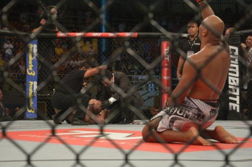 Após falhar na balança, Marcos 'Pezão' é finalizado por OSP no UFC Nashville