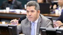 Líder do PSL na Câmara provoca: Flávio e Queiroz devem 'preparar um cafezinho para receber a PF'