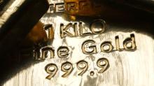 Oro cierra estable luego de que baja acciones reduce apetito por el riesgo