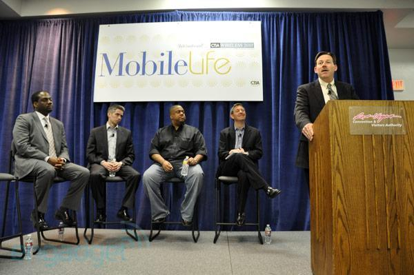 Verizon talks commercial LTE deployment details: data devices first, smartphones in '1H 2011'