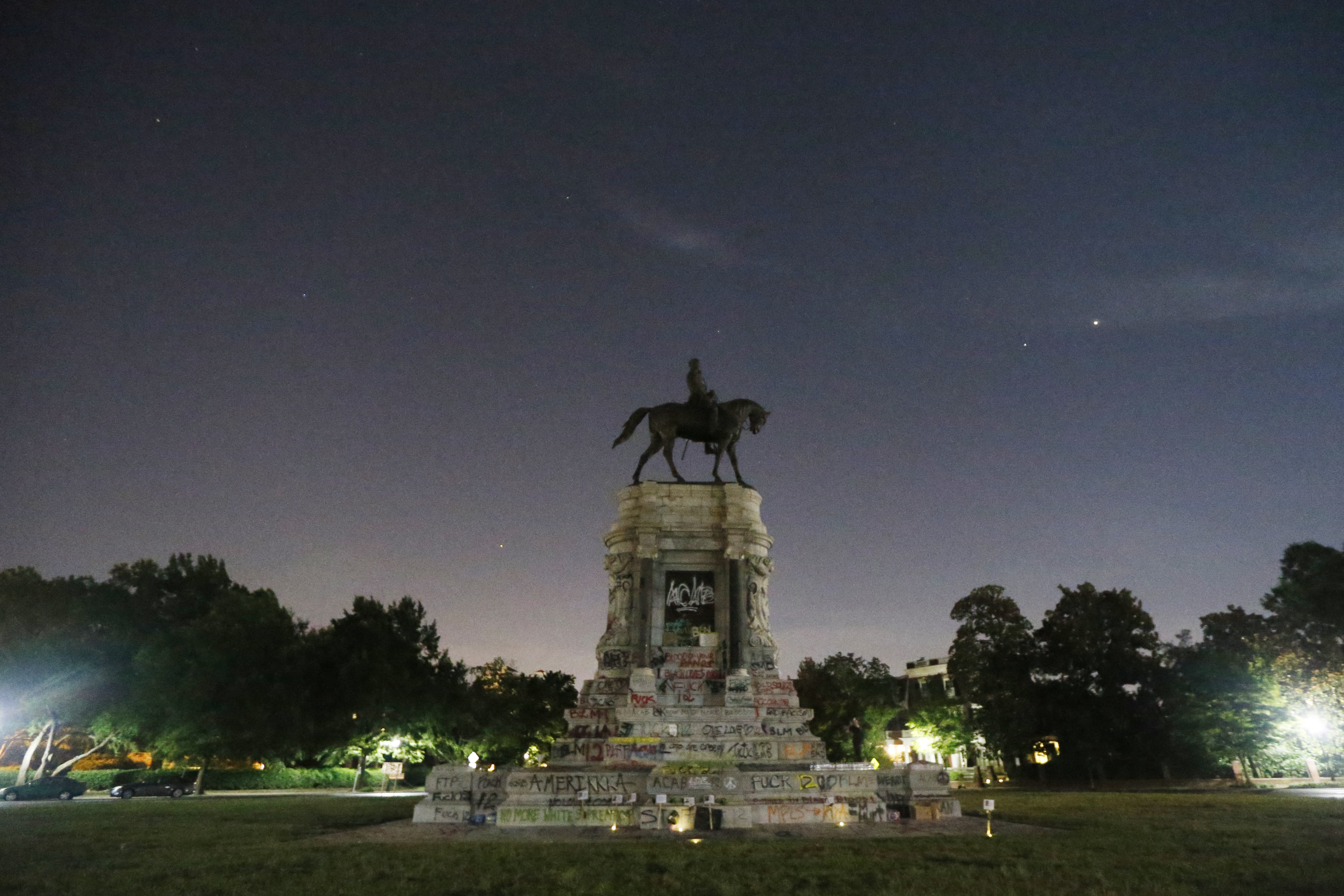 Judge to hold trial on Northam's plans to remove Lee statue