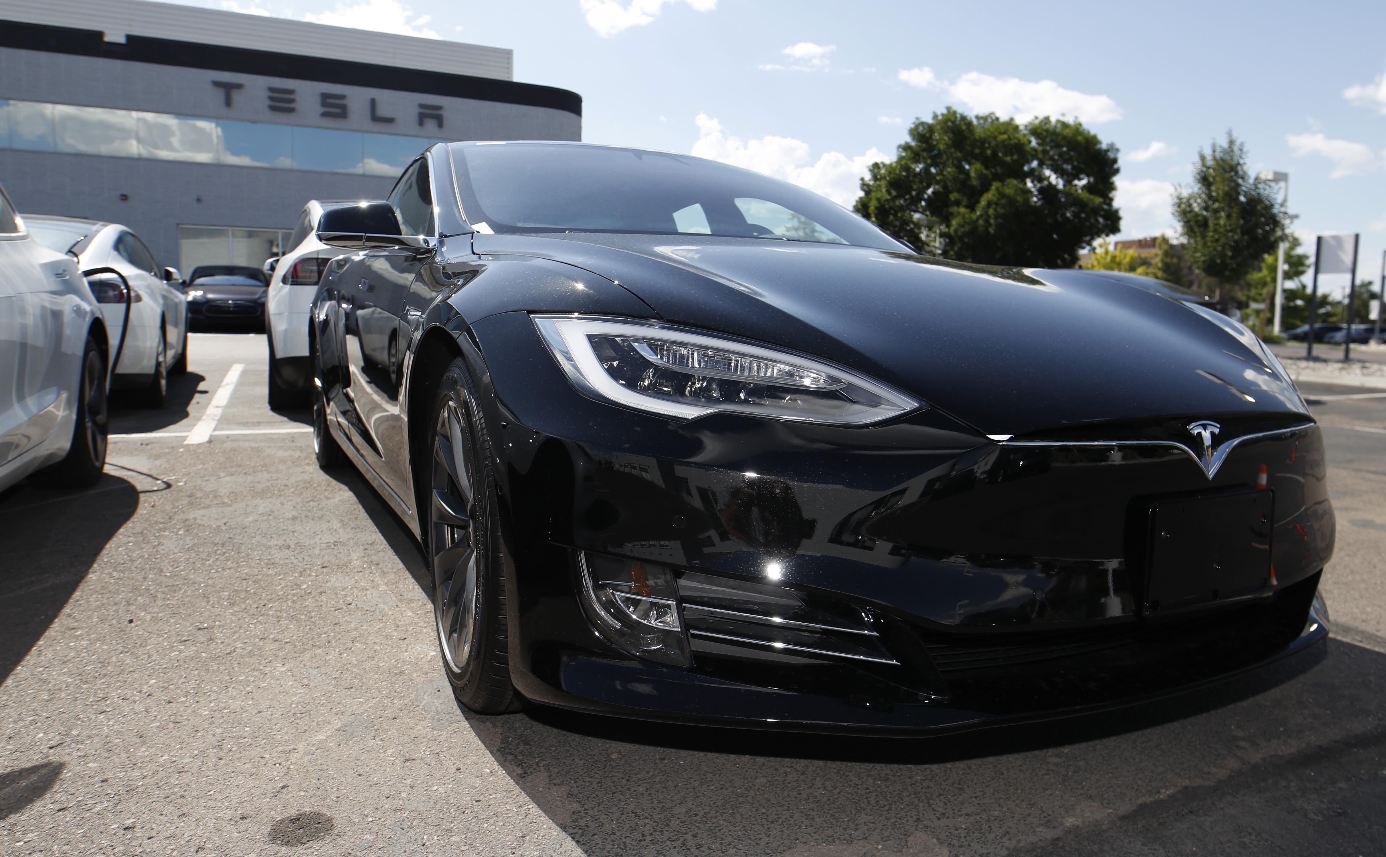 Tesla autopilot under scrutiny after accidents