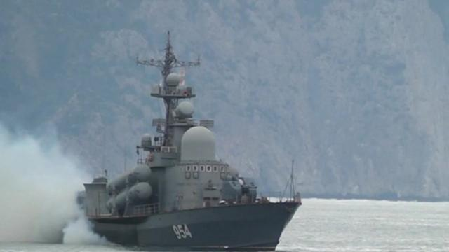 Ukraine prepares for face-off with Russian in Crimea