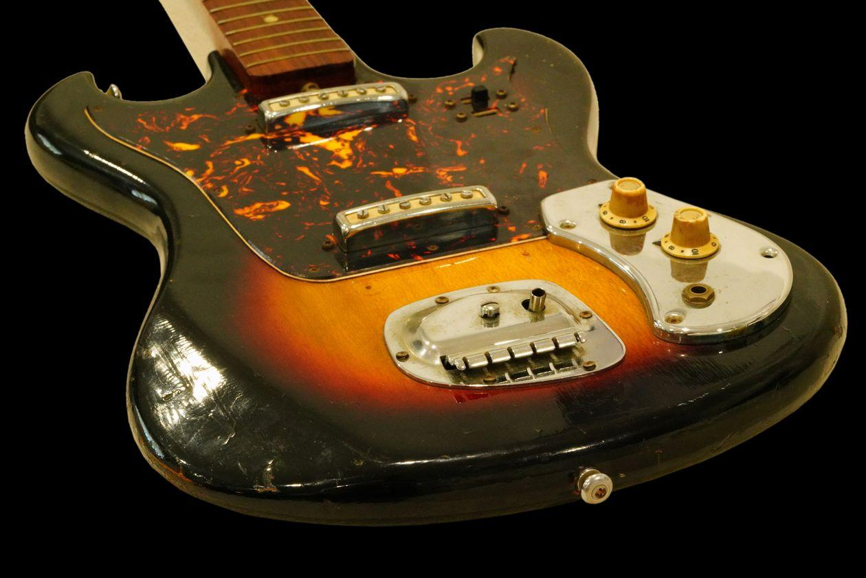 Jimi Hendrix's Early Sixties Guitar Sells for $216,000 at Auction - Yahoo Entertainment