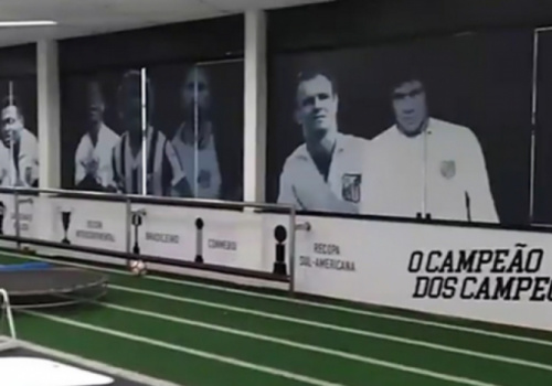 Frase que remete a hino de rival causa polêmica em CT do Santos