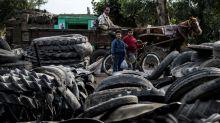 Un pueblo egipcio da una nueva vida a los neumáticos de todo el país