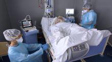"""Covid-19 : """"On n'aura pas de redéploiement du personnel comme on l'a fait pendant la première vague"""", prévient l'infectiologue Gilles Pialoux"""