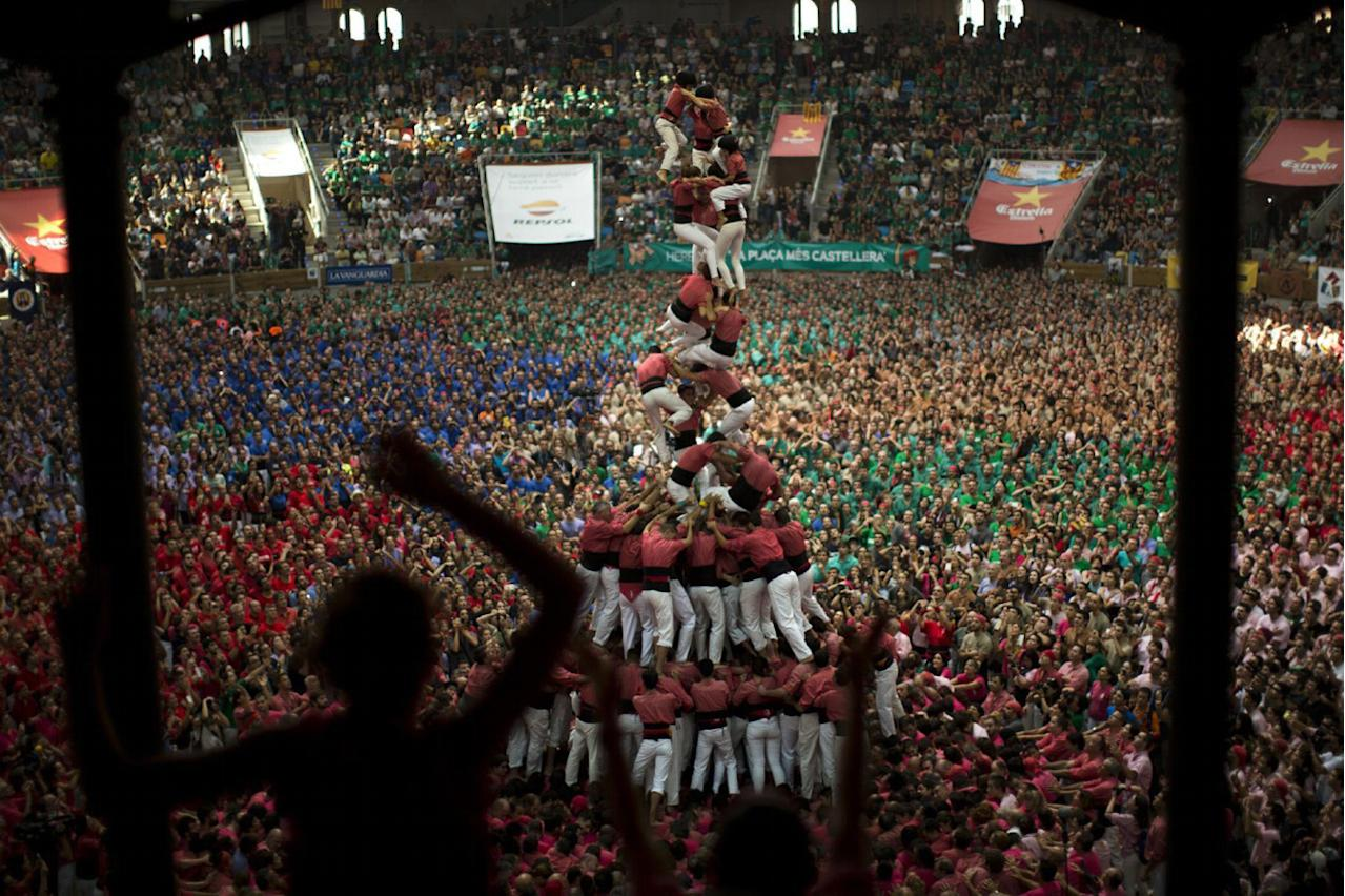 "<p>Members of ""Vella de Xiquets de Valls"" fall as they try to complete their human tower during the 26th Human Tower Competition in Tarragona, Spain, Oct. 2, 2016. (AP Photo/Emilio Morenatti)</p>"