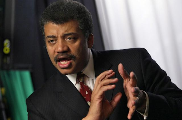 Neil deGrasse-Tyson blesses a flat-earth rap diss