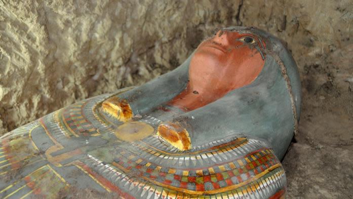 Une momie égyptienne intacte découverte près de Louxor