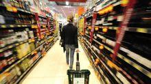 Ruba le merendine al supermercato e si nasconde nel controsoffitto