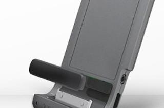 TomTom offers free car kit adapter for iPhone 4