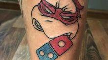 Restaurante oferece pizza grátis para quem tatuar seu logotipo e se arrepende amargamente