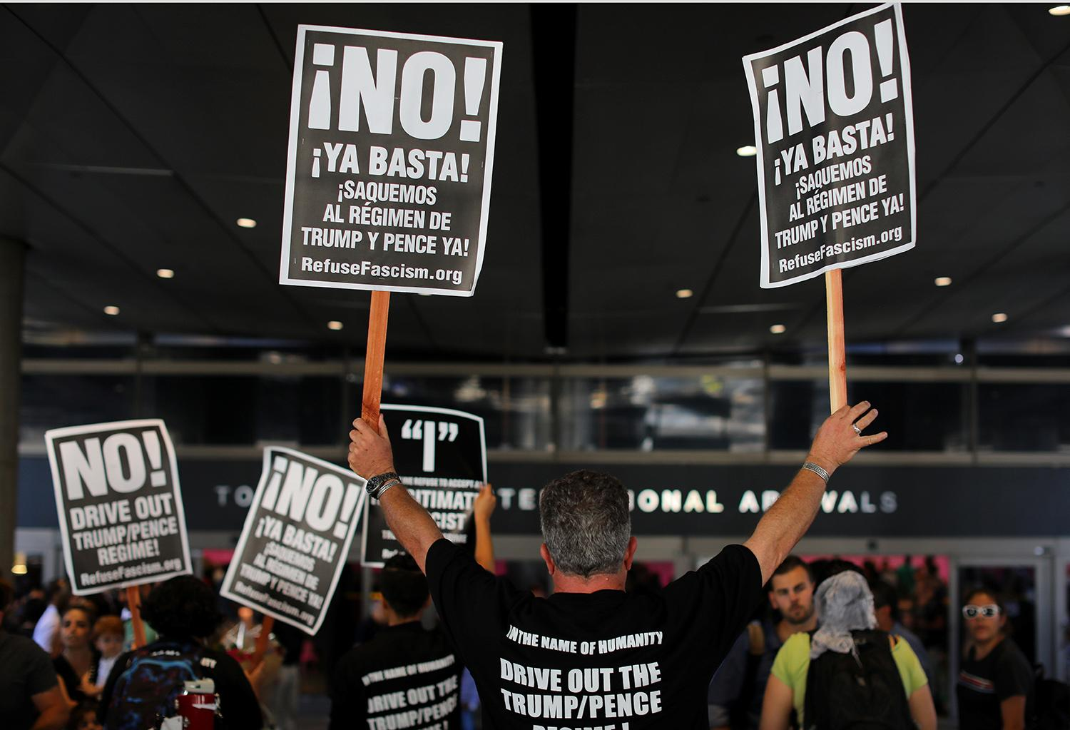 <p>Protesters rally at Los Angeles International Airport to demonstrate against the reinstatement by the U.S. Supreme Court of portions of President Donald Trump's executive order targeting travellers from six predominantly Muslim countries, in Los Angeles, California, U.S., June 29, 2017. (Mike Blake/Reuters) </p>