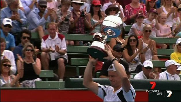 Hewitt smashes Del Potro in final