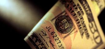 Dollar on defensive after Fed minutes dampen rate hike prospects