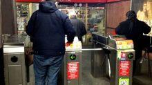 Milano, tenta suicidio in metropolitana: grave ma fuori pericolo