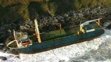 Tempête Dennis : un vaisseau fantôme s'échoue en Irlande