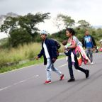 Mexico says migrants in caravan should proceed individually as they enter country