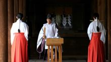 Japan's Abe sends offering to controversial Tokyo war shrine