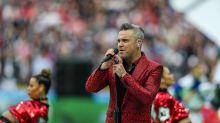 Robbie Williams explica gesto obsceno na abertura da Copa do Mundo