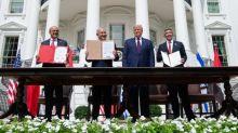 """Israël, les Emirats arabes unis et Bahreïn signent des accords de normalisation """"majeurs"""" à Washington"""