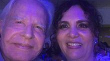 """Aos 91, Cid Moreira dá show de fofura com mulher ao postar vídeo no banheiro: """"O amor que cuida"""""""
