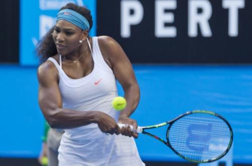Serena Williams durante un partido contra Jamila Wolfe en Perth el 5 de enero de 2016