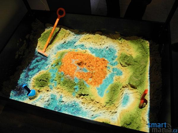 SandyStation interactive sandbox uses Kinect to make topography much more interesting (video)