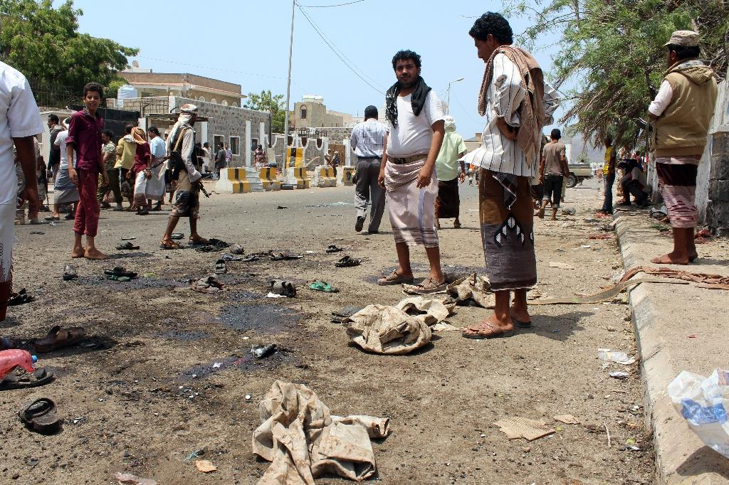 Onlookers gather at the site of a IS-group claimed twin bombing that targeted Yemeni forces in the southern city of Aden on May 23, 2016