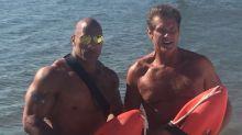 "David Hasselhoff viste uniforme de ""Baywatch"""