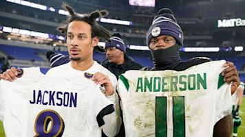 Jets can't get enough of Lamar's jersey after loss